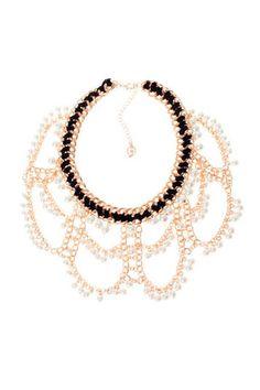 Collar con detalles de perlas