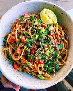 Healthy Cold Peanut Lime Noodles by @kalememaybe Green Bell Peppers, Spaghetti Recipes, Vegan Vegetarian, Noodles, Plant Based, Clean Eating, Lime, Gluten Free, Lima