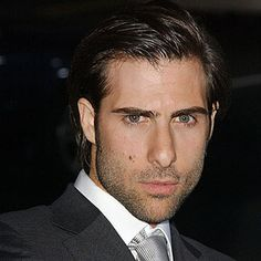 Jason Schwartzman as Russell Webster, Courtney's on again off again boyfriend.