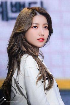Kpop Girl Groups, Kpop Girls, Korean Girl, Asian Girl, Gfriend Sowon, Cloud Dancer, Korean Entertainment, G Friend, Tumblr