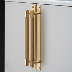 Buster & Punch / Pull Bar with Plate Kitchen hardware pull in solid brass Hardware Pulls, Knobs And Pulls, Brass Hardware, Cabinet Hardware, Cabinet Knobs, Door Pulls, Drawer Pulls, Pull Bar, Grey Kitchen Designs