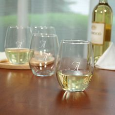 Contemporary style meets traditional appeal with our stemless wine glasses gift set. White Wine Glasses, Stemless Wine Glasses, Gifts For Wedding Party, Wedding Favors, Wedding Ideas, Party Gifts, Wedding Menu, Wedding Inspiration, Design Inspiration