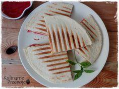 Quesadilla (tortilla) z salami i serem - KulinarnePrzeboje. Quesadilla, Bread, Cos, Tableware, Dinnerware, Quesadillas, Brot, Tablewares, Baking