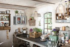 Reminds me of Jamie Oliver's in-garden kitchen. Definitely a life goal to own a house with an outdoor kitchen! From 79 Ideas blog