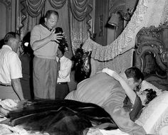 Billy Wilder directing William Holden and Gloria Swanson in SUNSET BOULEVARD.