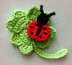 crochet applique Clover with Ladybug Ladybird Leaf Crochet Appliqu Pattern ( USD) by CrochAnna Crochet Amigurumi, Crochet Toys, Knit Crochet, Crochet Applique Patterns Free, Crochet Motifs, Crochet Appliques, Motifs D'appliques, Crochet Ladybug, Applique Tutorial