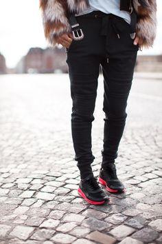 Nike Thea, sweatpants, black trousers, Western belt, faux fur coat, Song of Style
