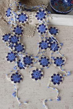 ao with / crochet deco garland Oya Crochet Home, Love Crochet, Crochet Gifts, Crochet Motif, Crochet Flowers, Knit Crochet, Crochet Patterns, Crochet Garland, Art Du Fil
