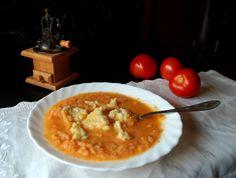 Chcecie zupę rybną? Pomidorowo-rybną. Lekką i pożywną. (prawie się rymuje) A do niej urocze, przepyszne kluseczki :) Będziecie ciągle biegać do lodówki, żeby podjeść choć troszkę... http://mlodywschod.pl/kuchnia-2/smaki-podlaskiego-zupa-rybna-z-pomidorami-i-kladzionymi-kluskami/