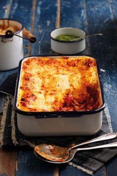Wanneer tyd min is en koskaste leeg, is geblikte tuna altyd 'n staatmaker. Hier is 5 heerlike resepte met geblikte tuna. Tuna Dishes, Fish Dishes, Seafood Dishes, Seafood Recipes, Cooking Recipes, Pasta Dishes, Seafood Soup, Cheese Recipes, Pasta Recipes