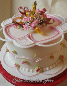 This cake is inspired by a project of Nicholas Lodge found in The International School Of Sugarcraft Book 2. Obviuosly each decorative element is made of royal icing.