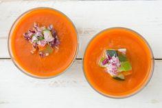 Elke vrijdagochtend stelt Smulweb een weekmenu voor de volgende week samen. Op die manier hoef je doordeweeks niet uitgebreid na te denken over wat je gaat koken! Altijd een afwisseling tussen vlees, vis, vega en soms ook een lekkertoetje.Voor volgende week hebben we deze heerlijke recepten uitgekozen,welke zet jij op tafel? Voor maandag – Falafel …