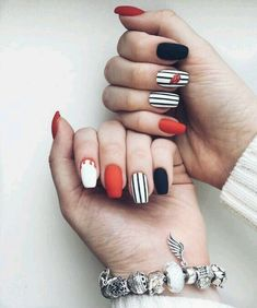 Nail art Christmas - the festive spirit on the nails. Over 70 creative ideas and tutorials - My Nails Elegant Nail Designs, Nail Designs Spring, Elegant Nails, Cool Nail Designs, Spring Design, Art Designs, Design Ideas, Gold Nails, Matte Nails