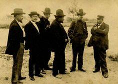De eerste groep van Latem, vlnr Hector van Houtte, George Minne, Gustave van de Woestyne, Valerius De Saedeleer, Karel van de Woestijne (dichter) en Albijn van den Abeele. Ca.1902 in Sint-Martens-Latem aan de Leie