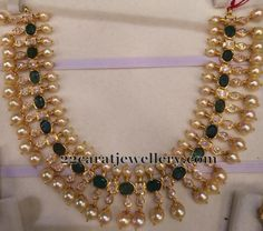 22 carat gold very pretty choker with square shaped uncut diamonds, pear shaped polki stones. Large green emerald stones studded very unique necklace with … Real Gold Jewelry, Gold Jewellery Design, Pearl Jewelry, Wedding Jewelry, Gemstone Jewelry, Beaded Jewelry, Antique Jewellery, Diamond Jewellery, India Jewelry