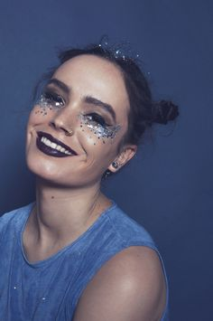 The home of festival face glitter and beautiful festival makeup Silver Selene Chunky Face Glitter is safe to use on your face, body, nails and hair! Glitter Face Makeup, Sparkle Eye Makeup, Rave Makeup, Glitter Hair, Glitter Lipstick, Glitter Slime, Glitter Eyeliner, Glitter Dress, Glitter Shoes