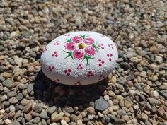 Pebble Painting, Dot Painting, Stone Painting, Painted Pebbles, Hand Painted Rocks, Crafts For Kids, Arts And Crafts, Diy Crafts, Mandela Rock Painting
