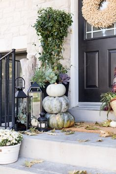 The best fall front porch ideas that& make your house look amazing! Use these simple DIY ideas to decorate a small porch for fall! The post 15 Fall Front Porch Decorating Ideas appeared first on Dekoration.