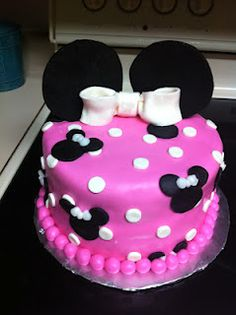 Sarah Jones Cakes!  Minnie Mouse Birthday Cake