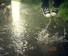 13e1e0d642b5 love my chucks Walking In The Rain