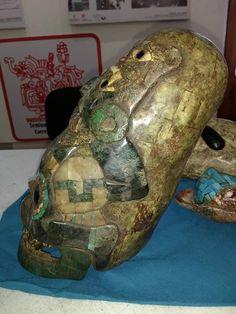 Újabb meghökkentő, idegen lényeket és űrhajókat ábrázoló leletek kerültek elő Mexikóban | Új Világtudat | Az Élet Más Szemmel Ufo Proof, Alien Figure, Alien Artifacts, Real Skull, Sumerian, Ancient Aliens, Antique Art, Archaeology, Sculptures