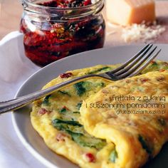 zucchini frittata by Pokakulka on DeviantArt Going Vegetarian, Vegetarian Recipes, Cooking Recipes, Healthy Recipes, Vegetable Recipes, Breakfast Recipes, Food Porn, Food And Drink, Easy Meals