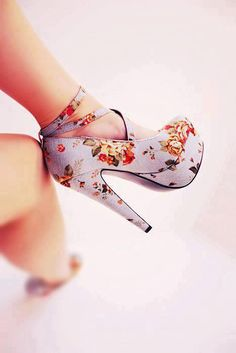 49 Platform High Heels You Will Want To Keep - New Shoes Styles & Design Pretty Shoes, Beautiful Shoes, Cute Shoes, Me Too Shoes, Gorgeous Heels, Dream Shoes, Crazy Shoes, Crazy High Heels, Floral High Heels