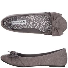 Love flats with bows! Sock Shoes, Cute Shoes, Me Too Shoes, Shoe Boots, Pretty Shoes, Beautiful Shoes, Jelly Shoes, Bow Flats, Shoes