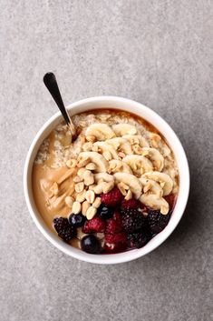How To Build The Perfect Oatmeal Bowl – Mylk Labs food clean eating food healthy food ideas food photography food plan food recipes Delicious Vegan Recipes, Yummy Food, Healthy Recipes, Breakfast Bowls, Breakfast Recipes, Healthy Oatmeal Breakfast, Best Oatmeal, Oatmeal With Fruit, Oatmeal Recipes