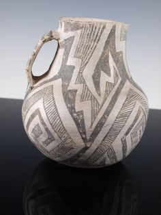 Nice Anasazi Chaco black and white pitcher 1075 - 1150 AD. A nice, large pitcher with interlocking lightning designs, large flat intact handle. In as found condition. Guranteed authentic and legal. 7 1/2 inches tall and 6 inches diameter