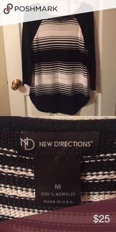 Back & White Sweater Super cute black & white sweater worn once! Perfect condition! Super comfy and cute with leggings and boots! new directions Sweaters Crew & Scoop Necks