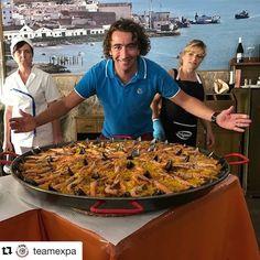 Litt sulten? #reiseblogger #reisetips #reiseliv #reiseråd  #Repost @teamexpa (@get_repost)  Turleder Petter serverer Paella til våre gjester i Portugal