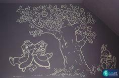Lijntekening in kinderkamer van Knabbel en Babbel met boom en Stampertje. on Lizart http://lizart.be/wp-content/uploads/disney-muurschilderingen-nog-andere/muurschildering-knabbel-en-babbel.JPG
