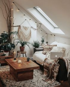 DIY Home Decor, find the suggestions one will need to conclude the DIY room decorating. Check out diy home decor boho post number 6142827207 today. Boho Room, Boho Living Room, Home And Living, Living Room Decor, Bedroom Decor, Small Living, Modern Bedroom, Bedroom Wall, Earthy Bedroom