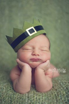 baby wearing a leprechaun crown Baby Boy Photos, Newborn Pictures, Baby Pictures, Newborn Shoot, Baby Boy Newborn, Newborn Photography Props, Children Photography, Baby Calendar, Baby List