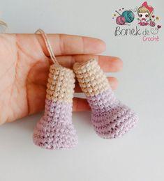 Boneca de Crochê ^.^ Corpinho Passo a Passo – Bonek de Crochê Crochet Dolls, Crochet Baby, Knit Crochet, Amigurumi Doll, Pebble Art, Kids And Parenting, Fingerless Gloves, Arm Warmers, Baby Dolls