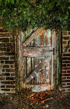 Such an ancient looking door just beckons to be opened....................