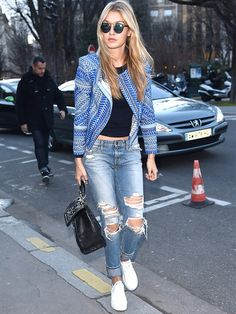 Models in Jeans: Gigi Hadid in distressed boyfriend jeans Denim Mantel, Street Look, Mode Chic, Mode Style, Moda Fashion, Girl Fashion, Fashion Trends, Paris Fashion, Street Style