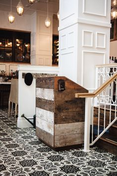 reclaimed wood reception counter and paneling Restaurant Hostess, Cool Restaurant, Restaurant Lighting, Outdoor Restaurant, Restaurant Design, Restaurant Interiors, Cashier Counter Design, Cafe Interior, Interior Design