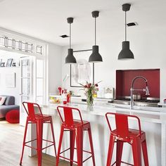 Sillas rojas para la cocina cocina roja pinterest for Sillas rojas cocina