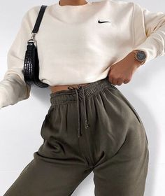 Barbara Oversized Fleece Joggers In Khaki Source by salonidoshi outfit. - Barbara Oversized Fleece Joggers In Khaki Source by salonidoshi outfits Source by Elfr - Winter Fashion Outfits, Look Fashion, Fall Outfits, Summer Outfits, Diy Outfits, 2000s Fashion, Fall Fashion, Sporty Fashion, Prom Outfits
