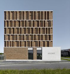 Completed in 2017 in Delft, The Netherlands. Images by Stefan Müller. Office Winhov and Gottlieb Paludan Architects designed the new City Archive of Delft. The façade shows a distinct type of brickwork, as it expresses. Delft, Brick Architecture, Architecture Office, Chinese Architecture, Futuristic Architecture, Industrial Apartment, Industrial House, Industrial Bathroom, Industrial Style