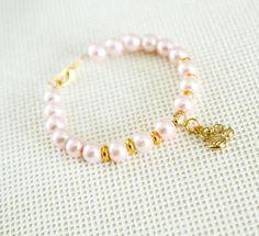Vintage Pink and Blush Pearl Bracelet Bridesmaid by YokoAtelier Pearl Bracelet, Beaded Bracelets, Rose Jewelry, Unique Jewelry, Bridesmaid Bracelet, Dusty Rose, Vintage Pink, Blush, Pearls