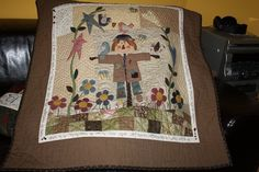 Mr Espanti Bird, by Zulu and Co Patchwork Quilting, Log Cabin Patchwork, Applique Quilts, Zulu, Colchas Country, Country Quilts, Mini Quilts, Fall Quilts, My Sewing Room