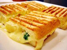 Zomerse mozzarella ananas tosti