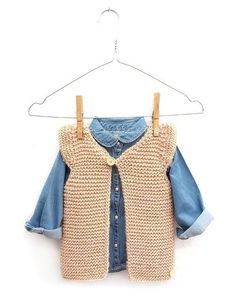 Knitted Girly Vest For Baby Free Pattern Tutorial , gestrickte girly weste für baby free pattern tutorial , gilet girly tricoté pour bébé tutoriel de modèle gratuit Easy Scarf Knitting Patterns, Baby Sweater Knitting Pattern, Knit Vest Pattern, Free Knitting, Knitting Stitches, Kids Vest, Knitted Baby Clothes, Crochet Girls, Baby Vest