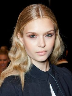 "sleek ""wet look"" middle part and deconstructed waves"