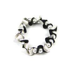 Crema y negro pulsera de cinta de la colmena por maneggi en Etsy