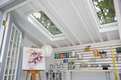 Wondering where or how to set up a home art studio? With a spare room, a little design inspiration, and smart organization tips, you can create the art studio you've always wanted! Take a look at these 20 home art studio design and organization ideas! Home Art Studios, Art Studio At Home, Artist Studios, Art Studio Decor, Art Studio Design, Design Art, Studio Hangar, Artist Shed, Modern Painting