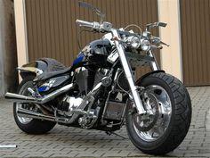 Suzuki Intruder 1500 customizada. Bestial, desafiante... impresionante.